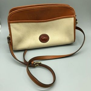 Dooney & Bourke Leather classic handbag / purse